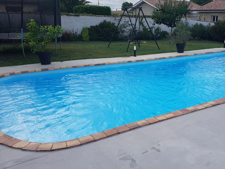 resine piscine bleue
