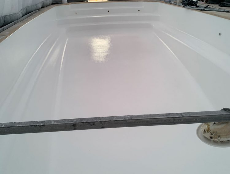 piscine coque résine polyester
