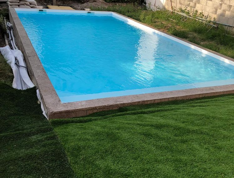 piscine beton résine polyester